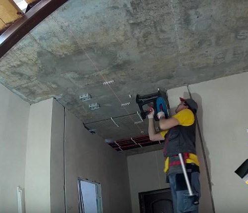 Электромонтажные работы на потолке