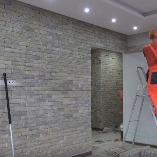Отделка стен декоративным камнем в квартире