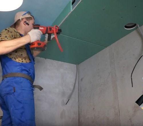 Монтаж кухонного потолка под вытяжку