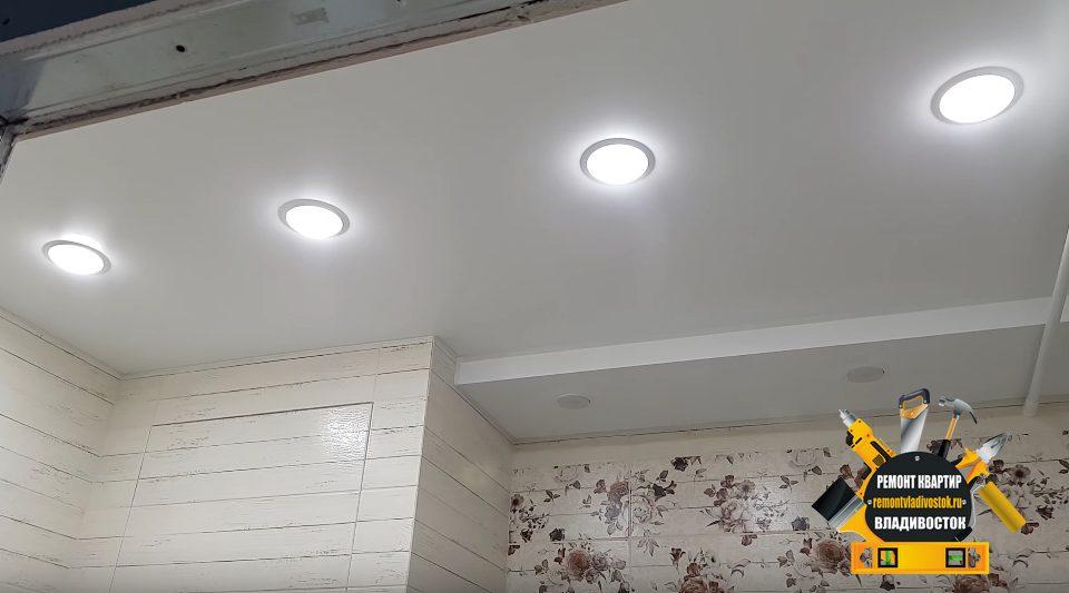 Двухуровневый натяжной потолок в ванной комнате
