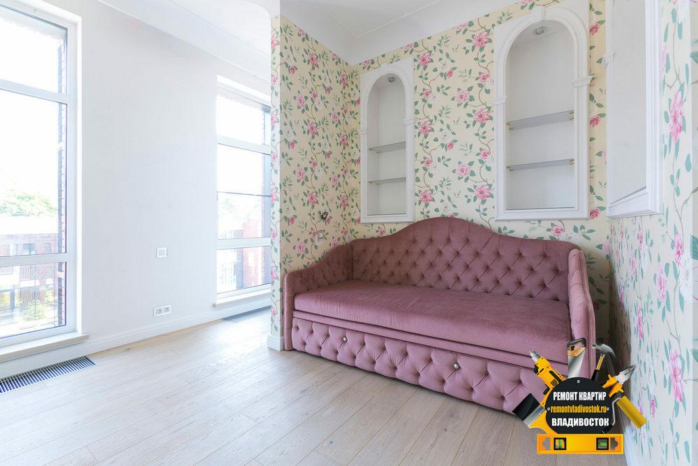 Красивый интерьер комнаты выполнен нашими специалистами из Владивостока