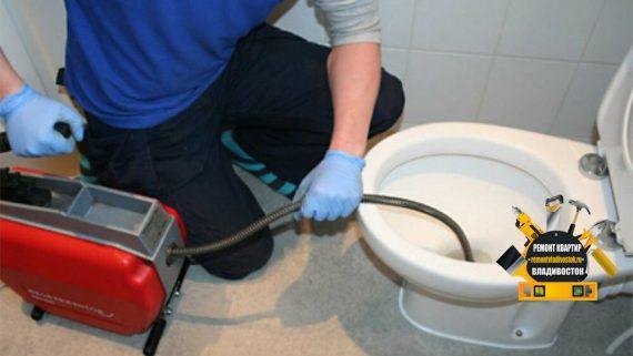 Устранение засоров в канализации в унитазе и трубах