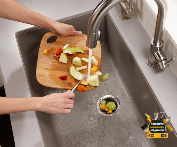 Установка измельчителя пищи на кухне