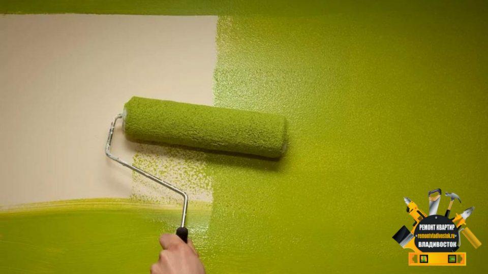 Покраска стен водоэмульсионной краской после снятия обоев в своей квартире
